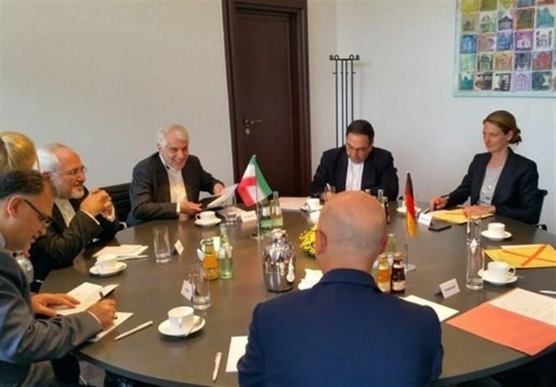 ظریف یبحث مع وزیر المالیة الالمانی سبل تعزیز التعاون المصرفی