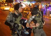 حمله مجدد نظامیان صهیونیست به «الشیخ جراح»/ 10 فلسطینی بازداشت شدند
