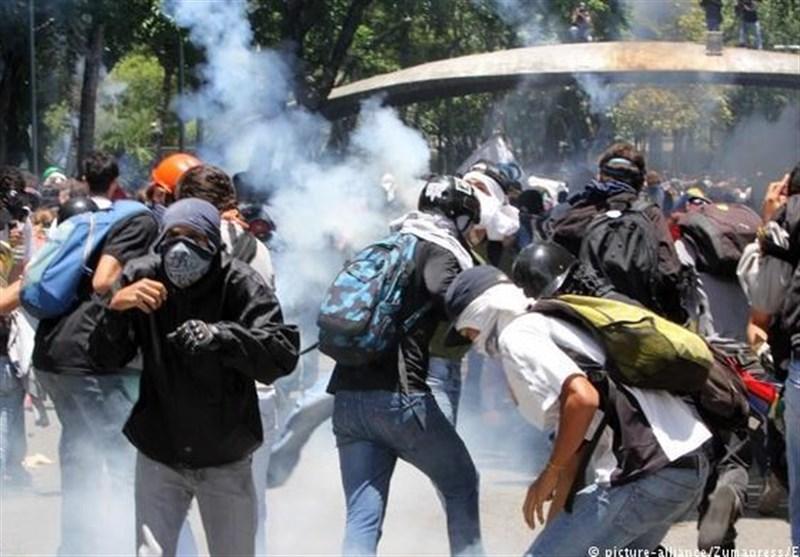 ونزوئلا؛ حکومت کے حامیوں کا مخالفین پر فوجی اڈے پر حملے کا الزام