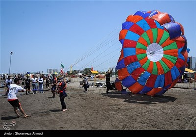 الإیرانیون یقضون عطلة عید الفطر على سواحل مازندران