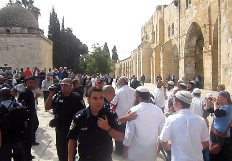 الاحتلال یغلق المسجد الأقصى وقائد شرطة القدس یقود المقتحمین الصهاینة