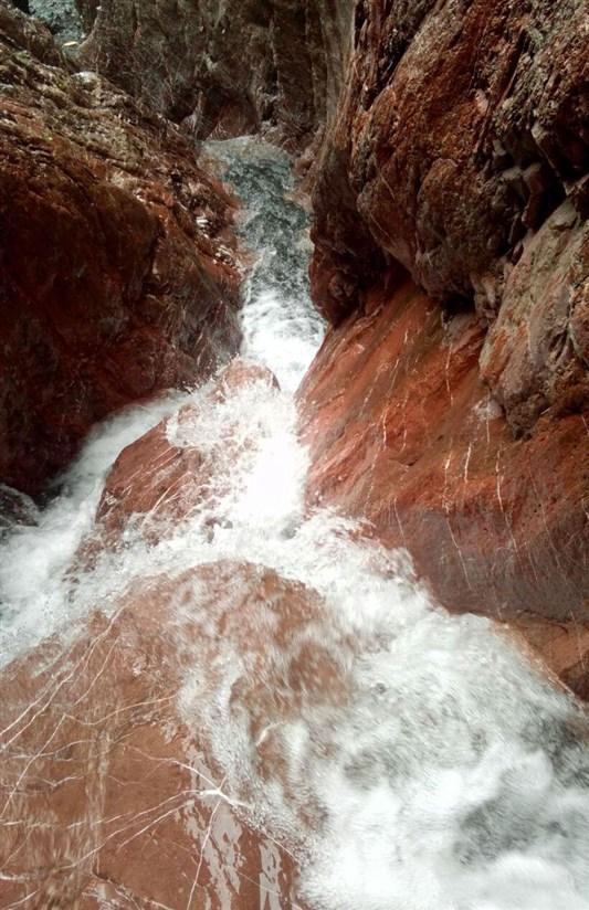 آبشار قیزیل چیر خوی از مناظر بکر آذربایجان/ بهترین مکان در ایام گرم سال