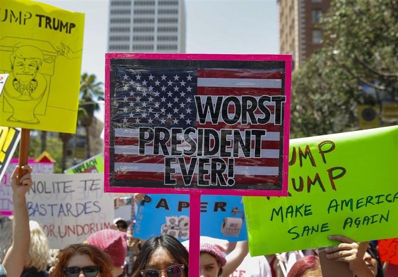 الالاف یتظاهرون فی أمریکا مطالبین باستجواب ترامب +صور