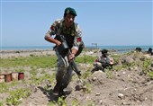 مغاویر البحریة ینفذون عملیات إنزال بحری خلال مناورات بحر قزوین + صور