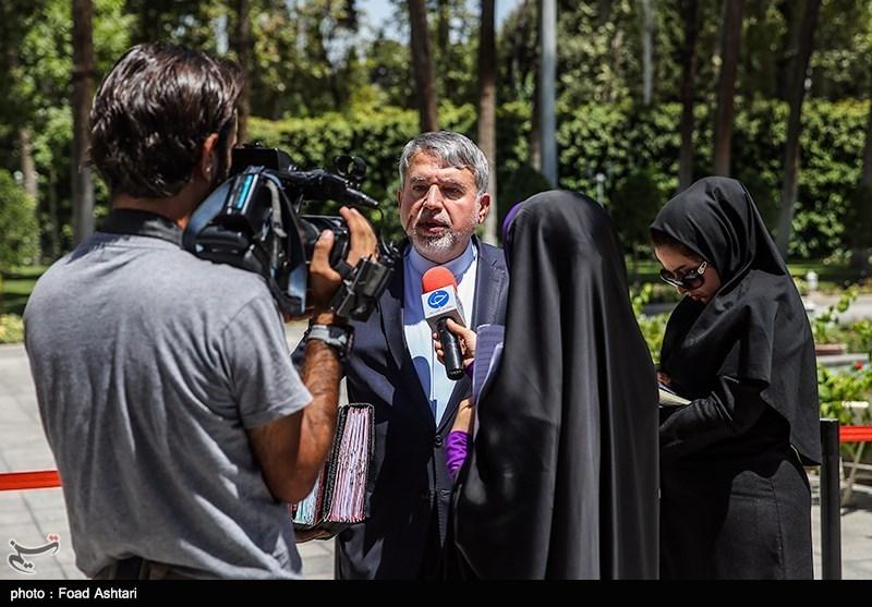 جهتگیریهای وزارت ارشاد به سمت تقویت زبان فارسی است