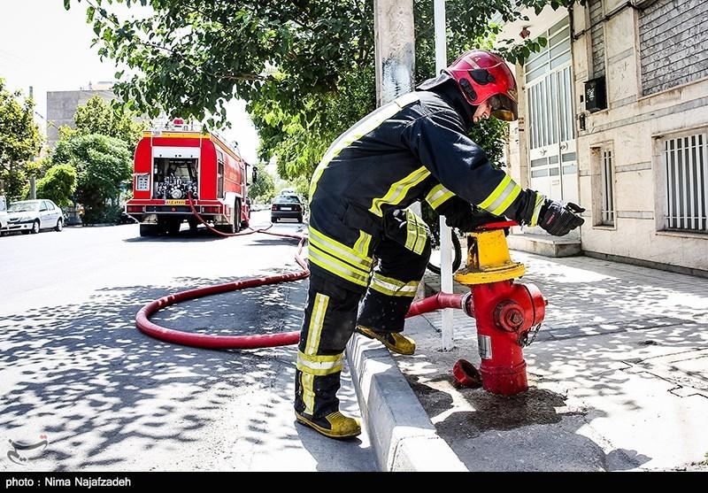 آتشسوزی گسترده انبار کالا در چهارراه ابوسعید/ نجات 30 نفر از میان دود غلیظ