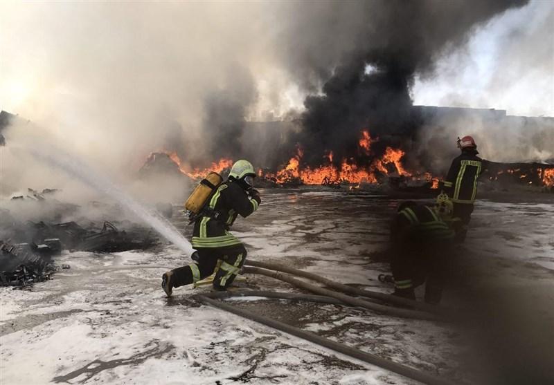 مهار آتش در انبار بزرگ باربری شیراز/ حادثه صدمه جانی نداشت