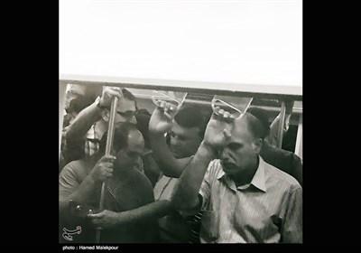 مردم در مترو