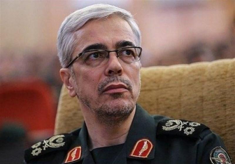 اللواء باقری : الجیش الإیرانی وحرس الثورة الإسلامیة هما ذراعا الدفاع عن الثورة الإسلامیة
