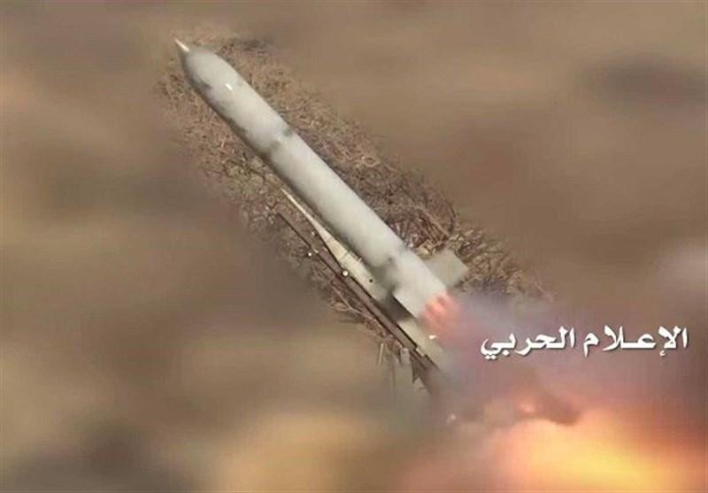 """إطلاق صاروخ """"زلزال2"""" وقصف تجمعات للجیش السعودی والمرتزقة فی نجران"""