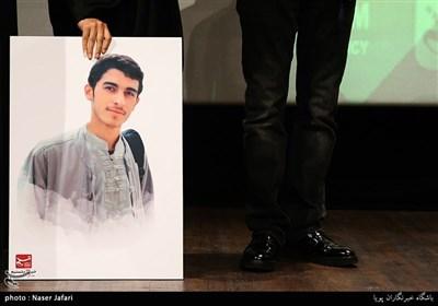 تقدیر از همسر شهید مدافع حرم عباس دانشگر توسط مجید قلیزاده مدیر عامل خبرگزاری تسنیم