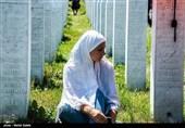 Iran's FM Zarif Pays Tribute to Bosnian Muslims Killed in Srebrenica Massacre