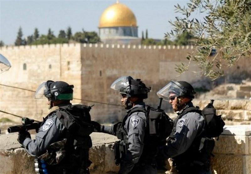 50 مصابًا فی مواجهات ضاریة مع الاحتلال قرب بوابات الأقصى