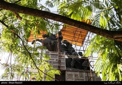 مجسمه نادر شاه که نیم قرن پیش توسط ابوالحسن صدیقی ساخته شده و این روزها در حال مرمت است