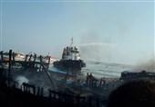 آتش در اسکله بندر کنگان مهار شد/13 لنج تجاری در آتش سوخت+تصاویر