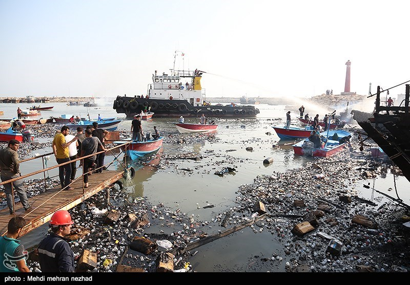 25 Vessels Damaged by Fire in Iran's Southern Port: Official (+Photos)