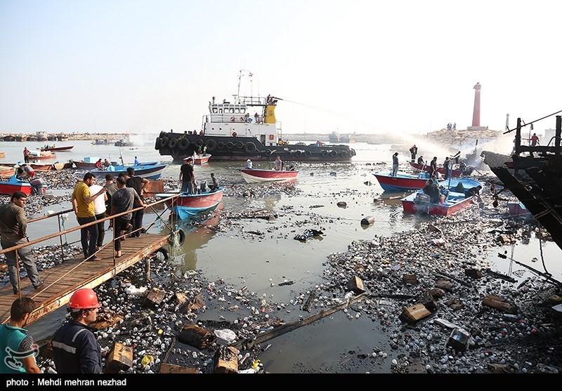 مهار آتش سوزی اسکله کنگان - بوشهر