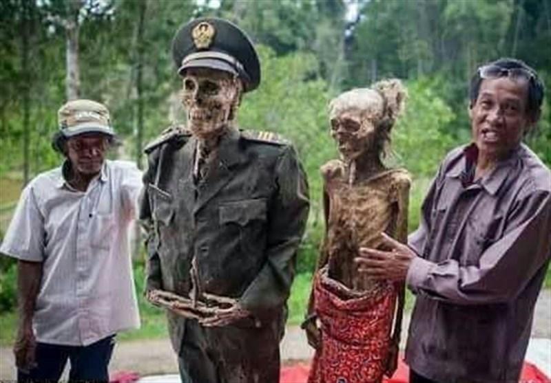 ہر سال مُردوں کو قبروں سے نکالنے والا انڈونیشین قبیلہ