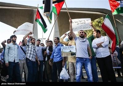 بالصور.. تجمعات طلابیة وشعبیة دفاعاً عن المسجد الأقصى فی طهران