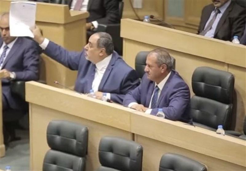 بالفیدیو.. شجار بین نواب أردنیین اثر حادث سفارة کیان الاحتلال