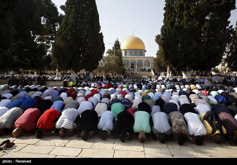 25,000 Palestinians Attend Friday Prayers in Al-Aqsa Mosque despite Restrictions