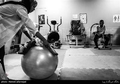 انجام حرکات نرمشی در مرکز توانبخشی معلولان ذهنی«عمل»
