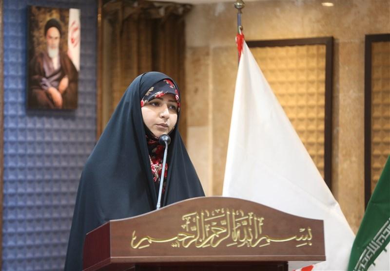 عارفه دهقانی: شاعر اگر نقد پذیر نباشد هیچ اتفاق خاصی در شعرش نمی افتد