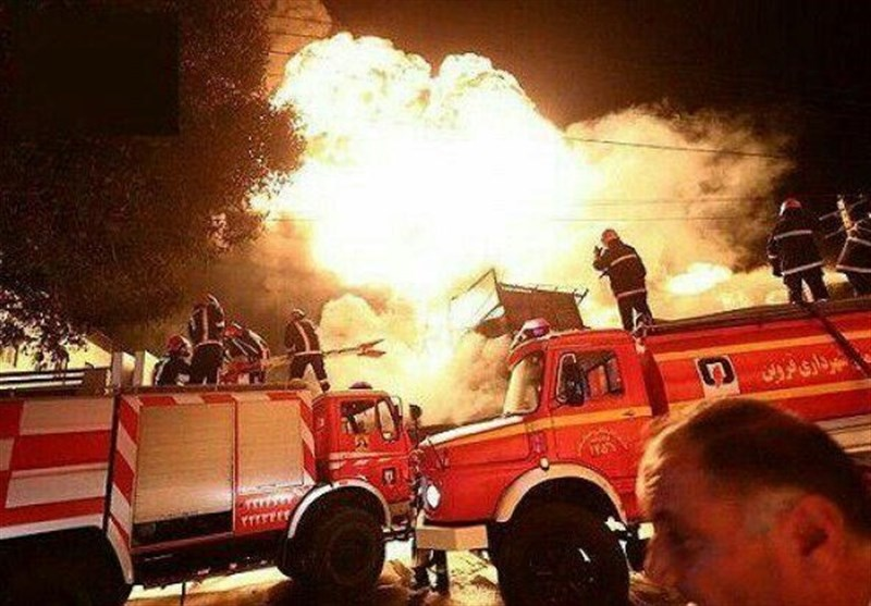 آتشسوزی کارخانه تولید روغن موتور در کرمانشاه پس از 5 ساعت مهار شد