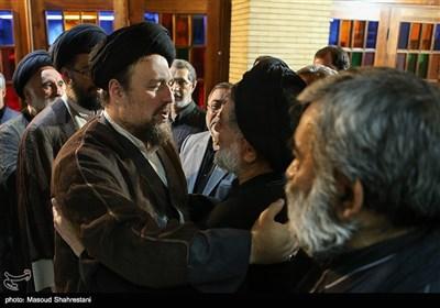سیدحسن خمینی در مراسم ختم مادر علیاکبر محتشمیپور