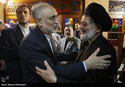 علیاکبر صالحی رئیس سازمان انرژی اتمی در مراسم ختم مادر علیاکبر محتشمیپور