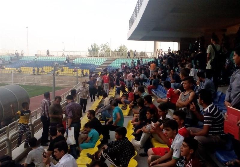 درگیری هواداران در محل تمرین پرسپولیس/ دلیل درگیری؛ تشویق بازیکنان! + عکس