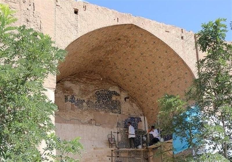 عملیات باستان شناسی و مرمت قبه سبز کرمان آغاز شد + تصاویر