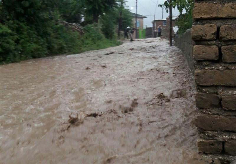بارش شدید باران در مراوهتپه و قطع راه ارتباطی به قازانقایه