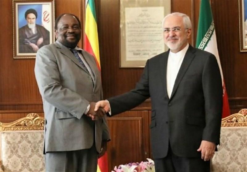 ظریف یبحث مع وزیر خارجیة زیمبابوی القضایا الاقلیمیة
