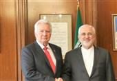 ظریف یؤکد على تعزیز التعاون المصرفی بین ایران والمجر