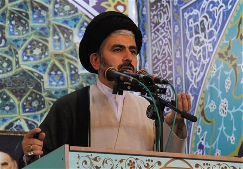 امامجمعه ارومیه: مسئولان مقابل توطئه و کارشکنیهای دولتهای غربی به ویژه آمریکا ایستادگی کنند