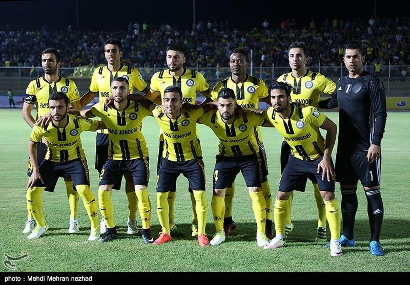 دیدار تیمهای فوتبال پارس جنوبی و پیکان - بوشهر