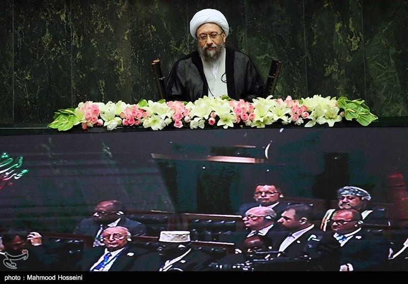 جمهوری اسلامی ایران از پارادوکسهای نظام لیبرالی خالی است