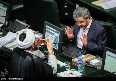 گفتوگوی علیرضا رحیمی و احمد مازنی در جلسه علنی مجلس شورای اسلامی