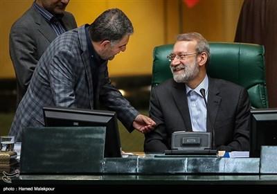 گفتوگوی فرجالله رجبی نماینده مردم شیراز با علی لاریجانی رئیس مجلس شورای اسلامی