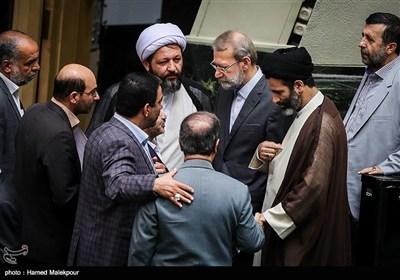 علی لاریجانی رئیس مجلس شورای اسلامی هنگام خروج از جلسه علنی مجلس