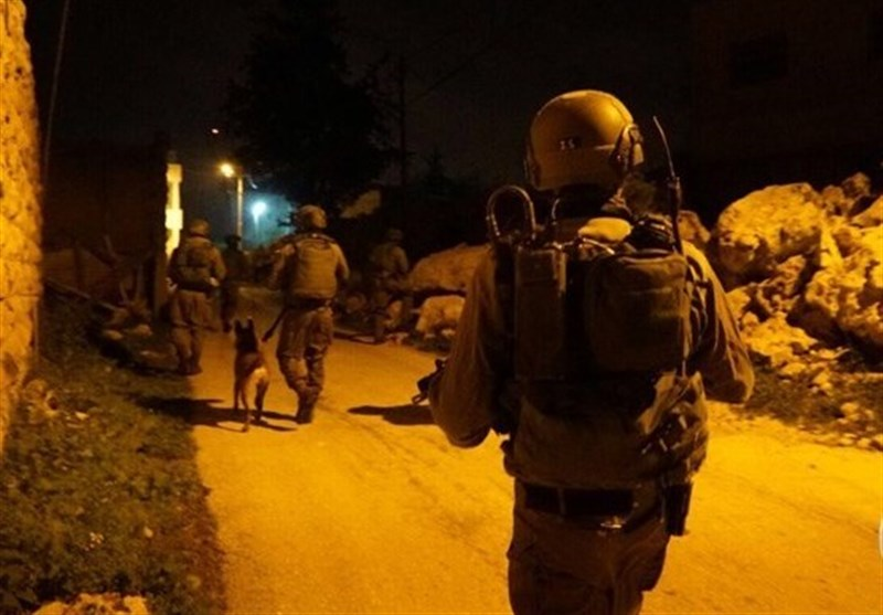 Israeli Forces Detain 13 Palestinians West Bank