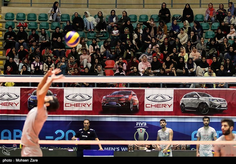 تمرین تیم ملی والیبال در مسابقات انتخابی قهرمانی مردان جهان - اردبیل