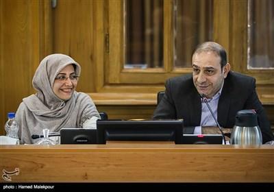 محمد علیخانی و الهام فخاری در جلسه منتخبین پنجمین دوره شورای شهر برای انتخاب شهردار تهران