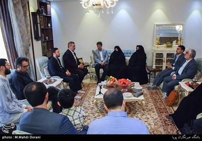 دیدار جامعه قرآنی با خانواده شهیداحمد انصاری