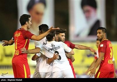 دیدار تیمهای فوتبال نفت تهران و پرسپولیس