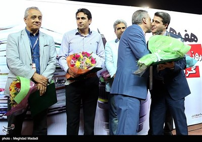 تقدیر از محسن اثیمی مدیرکل سرویس ورزشی خبرگزاری تسنیم بمناسبت گرامیداشت روز خبرنگار
