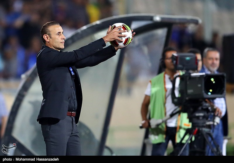 دیدار تیم های فوتبال استقلال و تراکتورسازی