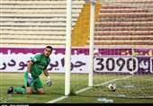 دوری یک ماهه دروازهبان پدیده از میادین فوتبال