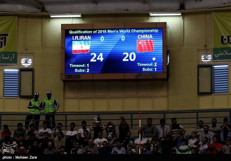 سرمربی و کاپیتان تیم ملی والیبال قزاقستان در کنفرانس خبری حاضر نشدند